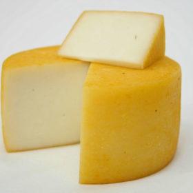Полутвердый сыр из козьего молока Гельбара