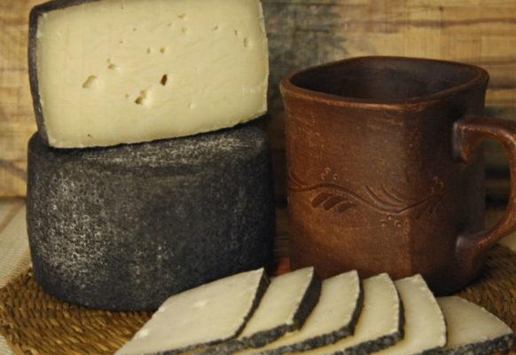 Полутвердый сыр из козьего молока Магор