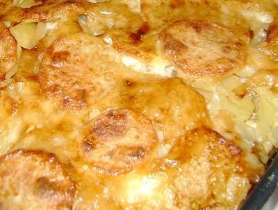Картофель со сметаной и сыром в духовке