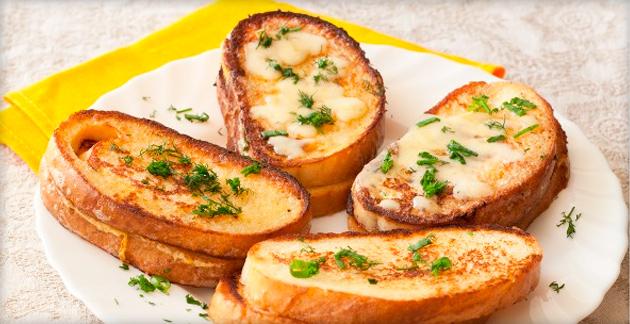 Сухарики с сыром в духовке