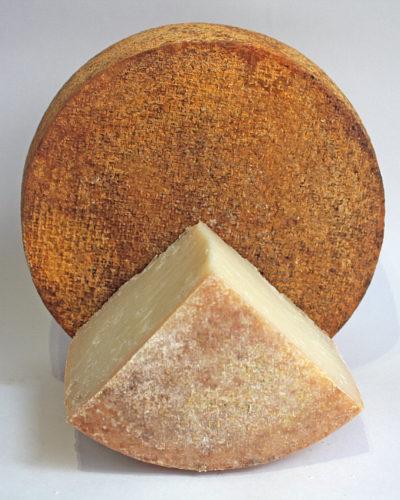 С чем есть козий сыр