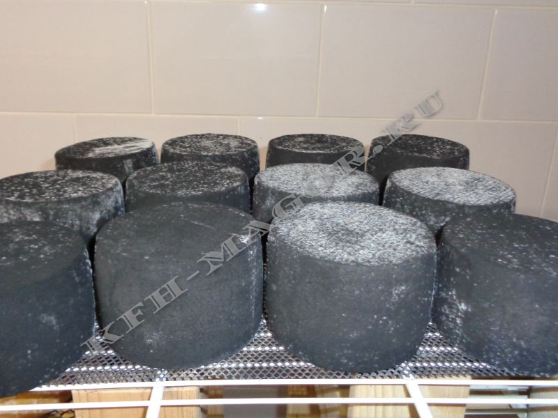 Сыр в дубовой золе Магор