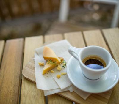 Сыр и кофе